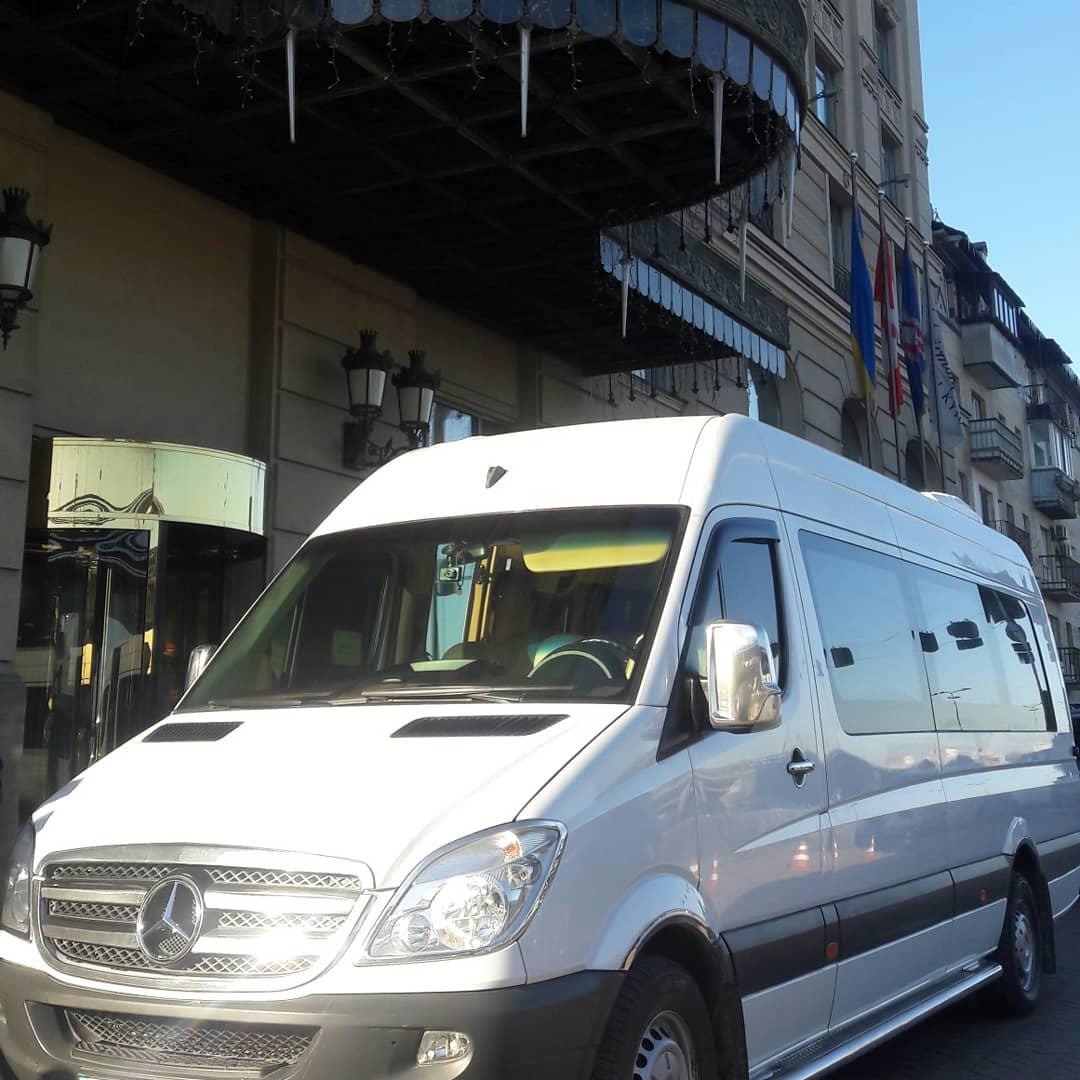 Микроавтобус в аренду с водителем на свадьбу