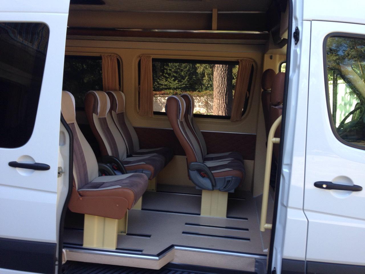 Заказать микроавтобус с водителем Mercedes Sprinter