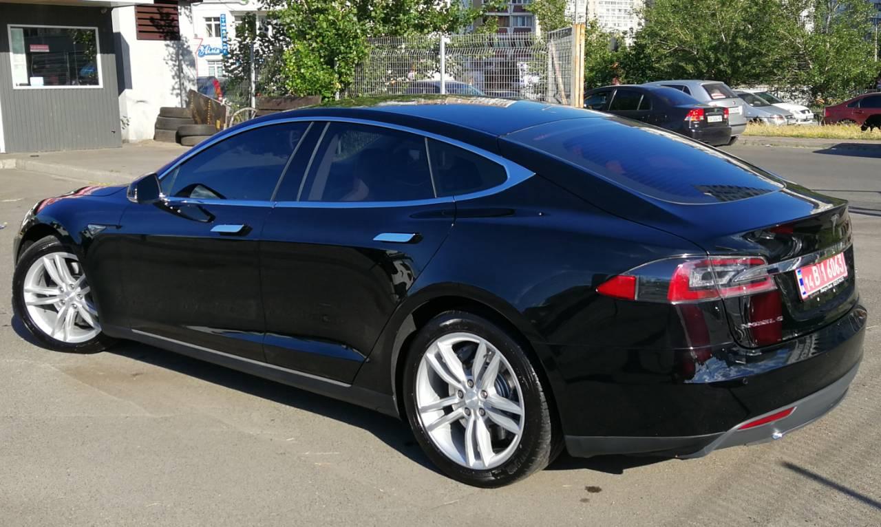 Аренда Tesla Model S в Киеве с водителем