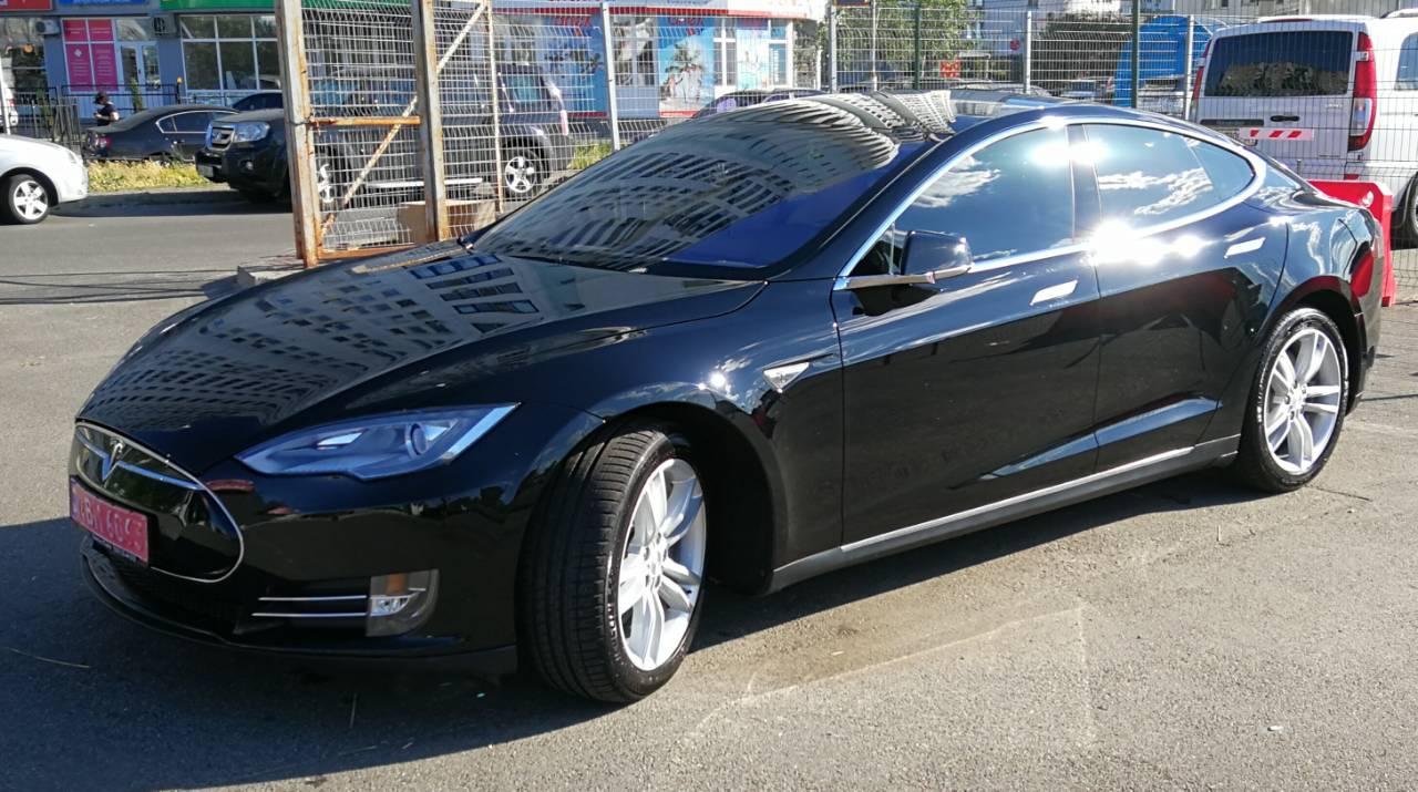 Аренда Tesla в Киеве с водителем